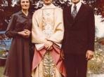 Neo-sacerdote com os pais