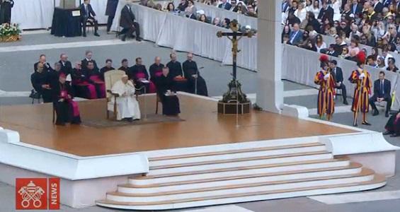 Catequese: o Batismo acende a vocação pessoal a viver como cristãos, disse o Papa