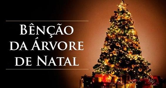Significado da árvore de Natal e rito de bênção em família