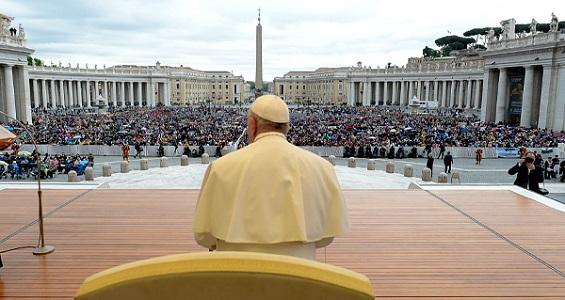 Papa: O Senhor nos dá a paz, mas devemos pedir 'livrai-nos do mal'