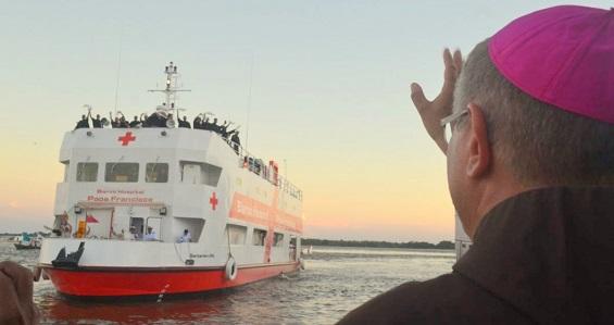 Barco-Hospital Papa Francisco é um sinal de esperança na Amazônia, diz bispo