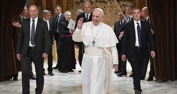 """Catequese do Papa: """"Não devemos ser turistas na Igreja, mas irmãos uns dos outros"""""""