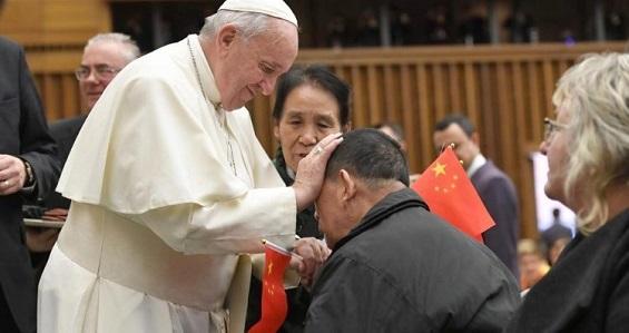 """""""Sofrem, mas não negociam a fé"""", diz Papa sobre cristãos perseguidos"""