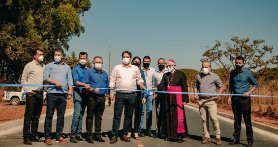 Dom João Wilk participa da inauguração do asfalto na região de Miranápolis